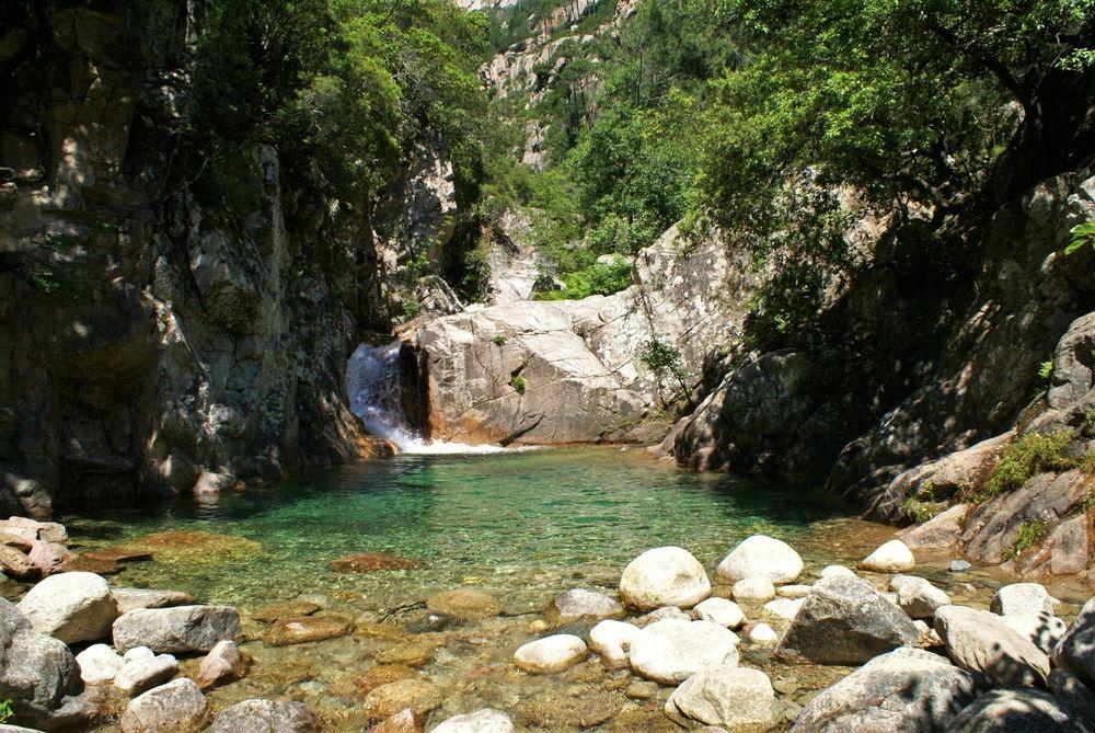 Deuxième piscine naturelle et sa cascade