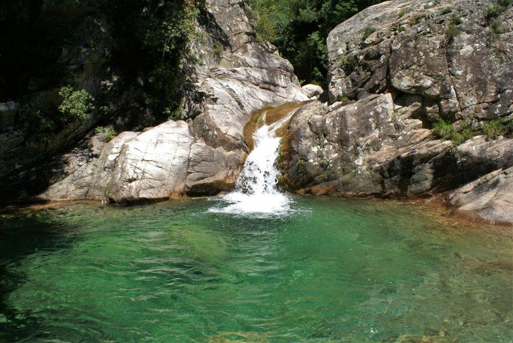 Troisième piscine naturelle et sa cascade